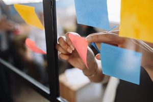agile-practices-with-post-it-notes